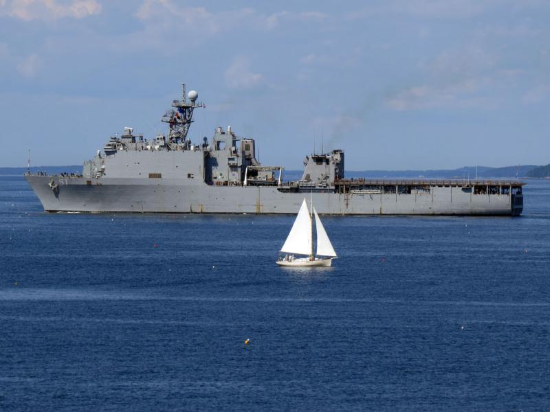 Navy ship 'u s oak hill arrives in rockland harbor for