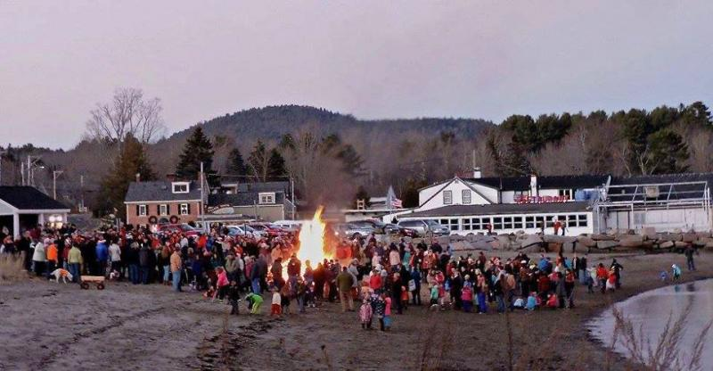 Lincolnville Bonfire Tree Lighting Santa Claus Arrives By Fire