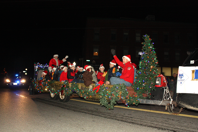 Christmas By The Sea Camden Maine.Christmas By The Sea Parade Applications Available Penbay