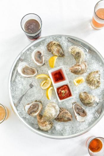 oysters, craft beers, maine beers, boothbay harbor restaurants, waterfront dining
