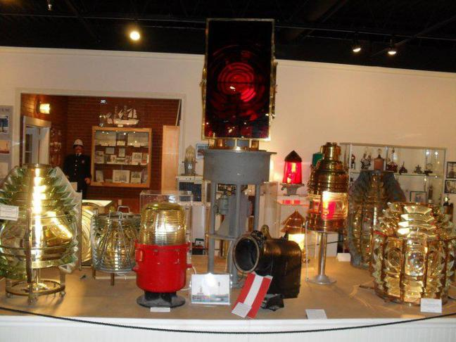 Maine lighthouse museum of rockland open launches for Trade winds motor inn rockland me