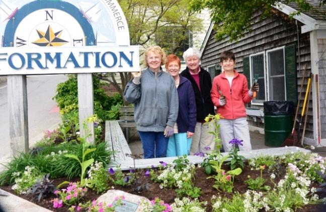 Camden Garden Club Hosts Garden Party On Village Green Penbay Pilot